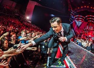 Robbie-Williams-Smoothest-singers-Blog.jpg